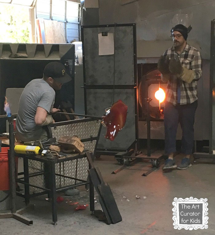 The-Art-Curator-for-Kids---Glass-Blowing-Field-Trip-and-Lesson---Catching-the-Final-Piece