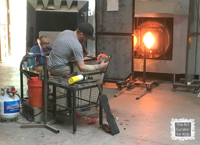The-Art-Curator-for-Kids---Glass-Blowing-Field-Trip-and-Lesson---Glass-Blowing-Demonstration