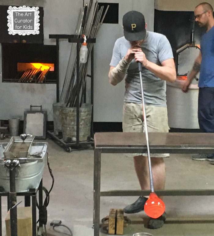 The-Art-Curator-for-Kids---Glass-Blowing-Field-Trip-and-Lesson---Glass-Blowing-Demonstration2